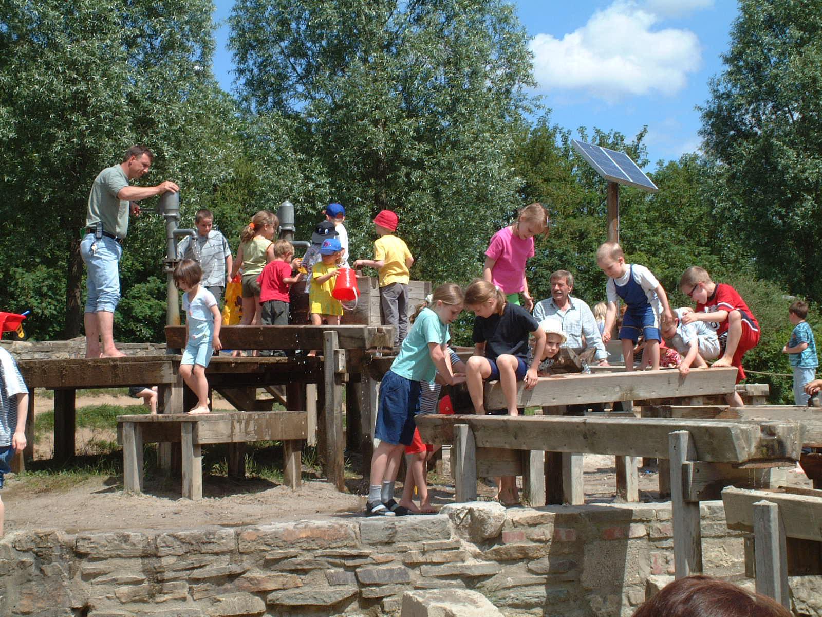 spielende Kinder im Brückenkopfpark