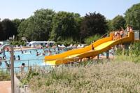 Grafik: Bild Wasserrutsche im Freibad