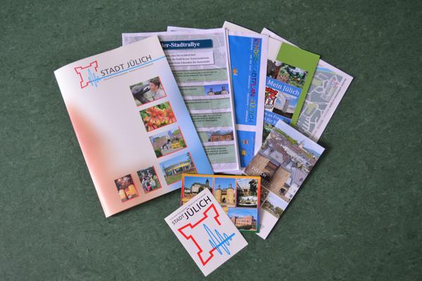 Info-Paket: Stadtplan, Kinderstadtführerbroschüre, Flyer zum Online-Kinderstadtplan, Stadtporträt und Lösungsbogen (Foto: Stadt Jülich)
