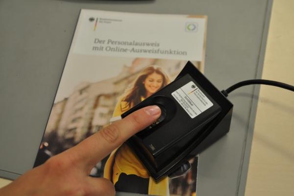 Bild: Fingerabdruckscanner im Bürgerbüro