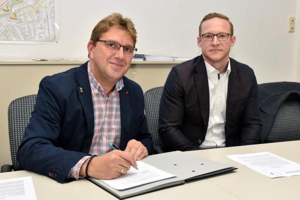 Bild: Die Kooperatioonsvereinbarung wird unterschrieben