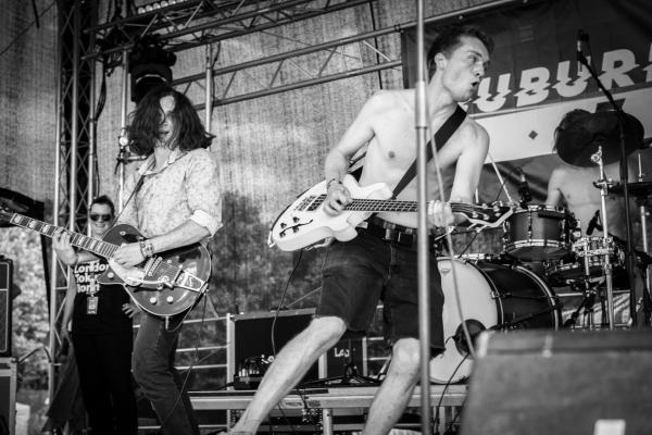 BIld: Rockband auf der Bühne