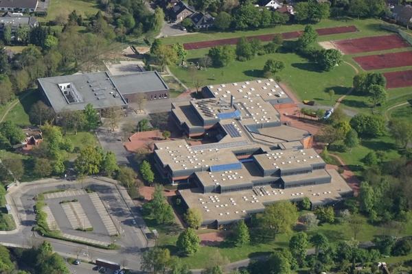 Bild: Luftaufanhme des Schulzentrums Jülich in dem auch die Sekundarschule untergebracht ist. Das Bild ist von Dr. Hans Ulrich Eckardt.