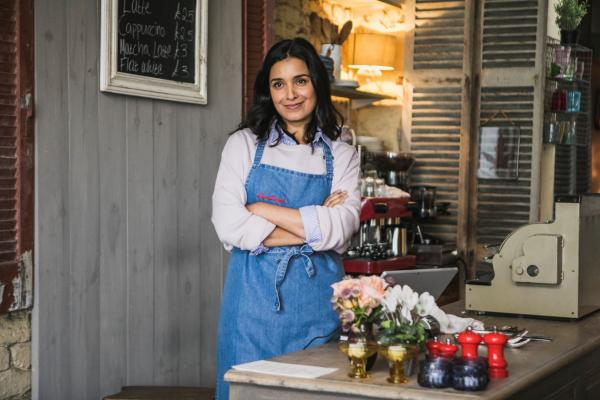 Bild: Sarah in der Bäckerei
