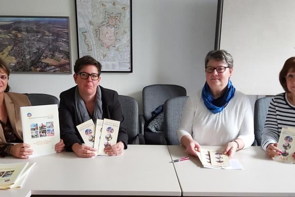 Bild: Die Vertreterinnen des AKI und der Stadt Jülich