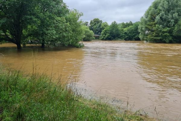 Bild: Hochwasser in Jülich - die  Rur ist über die Ufer getreten