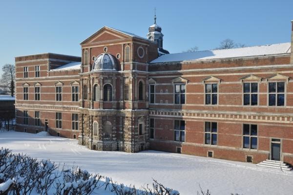 Bild: Die Schlosskapelle im Schnee