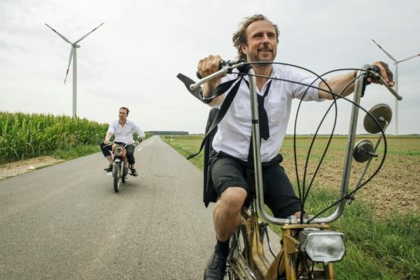 Bild: Georg und Christian unterwegs auf dem Mofa