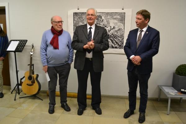Bild: Herr Cormann (m), Herr Bürgermeister Fuchs (r) und Herr Dr. Nieveler (l)