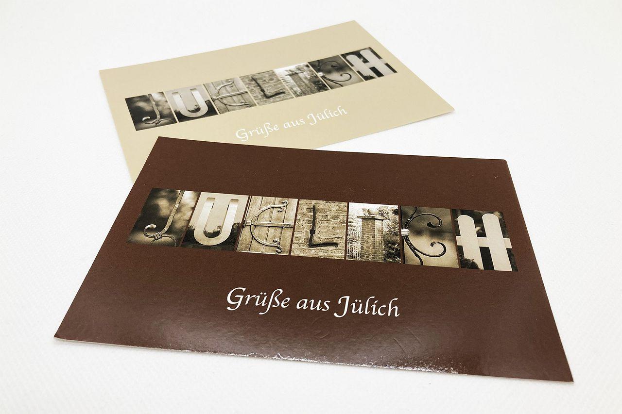 Postkarten Foto-Buchstaben beige/braun, der Stadtname ist in Großbuchstaben aufdruckt